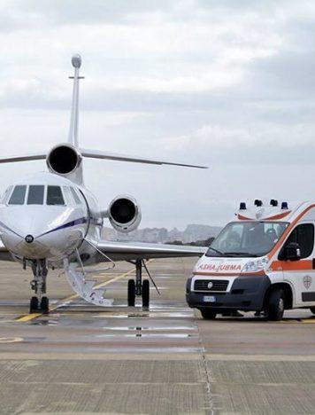 Bimba in pericolo di vita trasportata con aereo militare