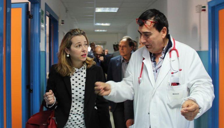 Giulia Grillo in visita all'ospedale di Locri