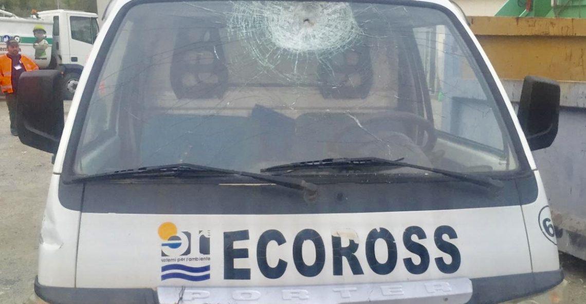 Vandali a Mandatoriccio, danni ai mezzi Ecoross