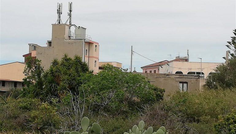 Antenne per telefonia sulle case di Lazzaro, rischi per la salute