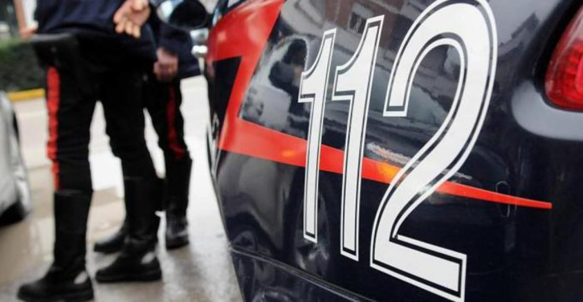 Donna uccisa a coltellate a Cassano, avviate indagini