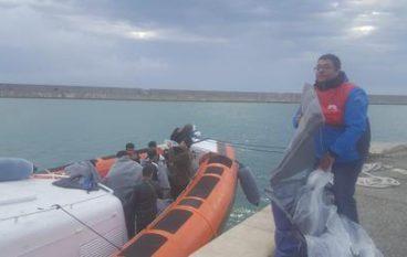 Migranti a Crotone, autorizzato sbarco