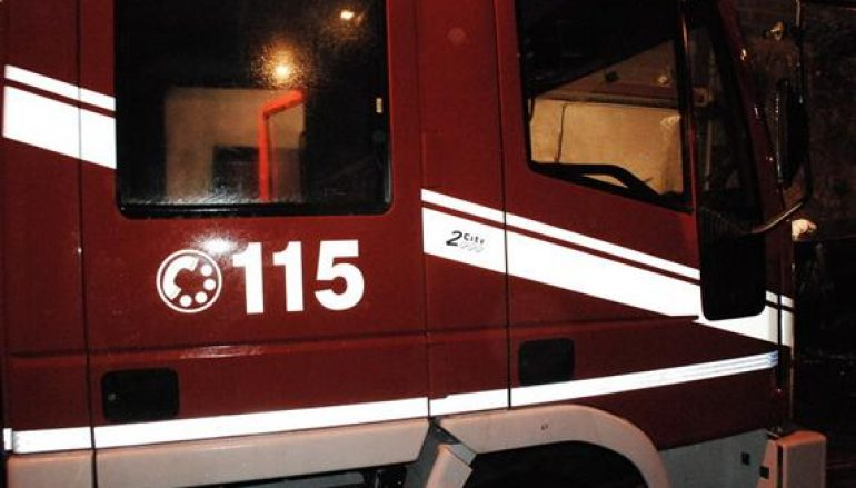 Auto in fiamme a Pizzo, evacuato un edificio