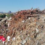 Cumuli di rifiuti nel porto di Saline Ioniche