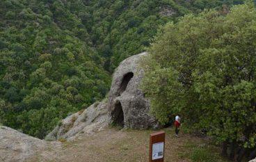 Profanate le Rocche di San Pietro (Careri)