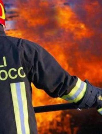 Nocera Torinese, villetta a fuoco: madre e figlia scappano