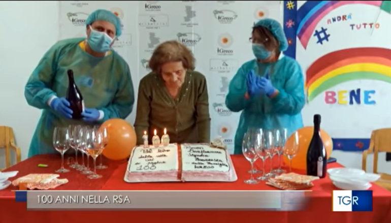 Ospedali Riuniti a Cosenza in festa per nonna Francesca