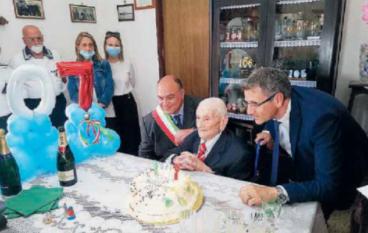 Locri, i 107 anni di nonno Cosimo