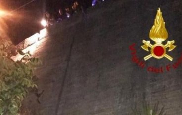 Donna cade a Reggio Calabria da un muro alto 12 metri: soccorsa