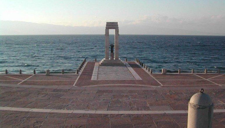 Bimbo rischia di annegare a Reggio Calabria. Salvato dalla bagnina