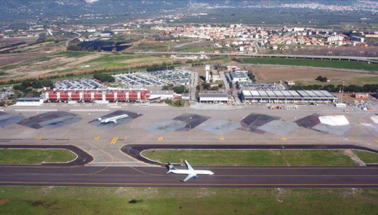 Tamponi a campione nell'aeroporto di Lamezia Terme per i turisti in arrivo