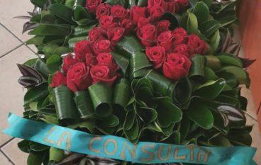 Nastri e rose rosse per dire no alla violenza sulle donne a Montebello