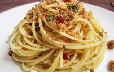 Ricetta Natalizia Calabrese: Spaghetti con mollica di pane e alici