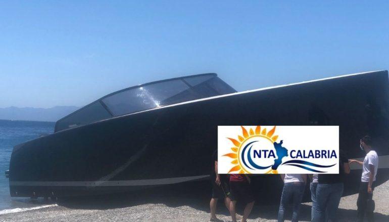 Yacht spiaggiato a Melito Porto Salvo. Due i feriti